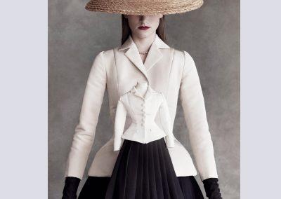 Halfsize-mannequin-black-and-white