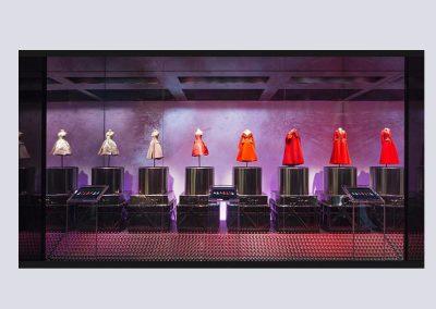 dior-half-size-mannequin-show